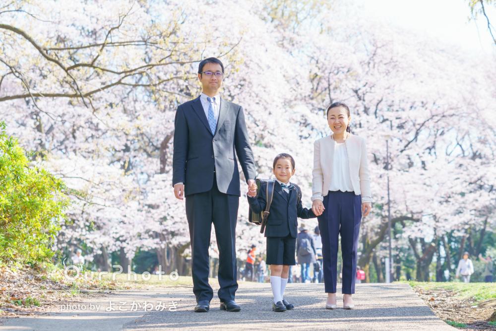 満開の桜と撮る入学記念の家族写真の撮影